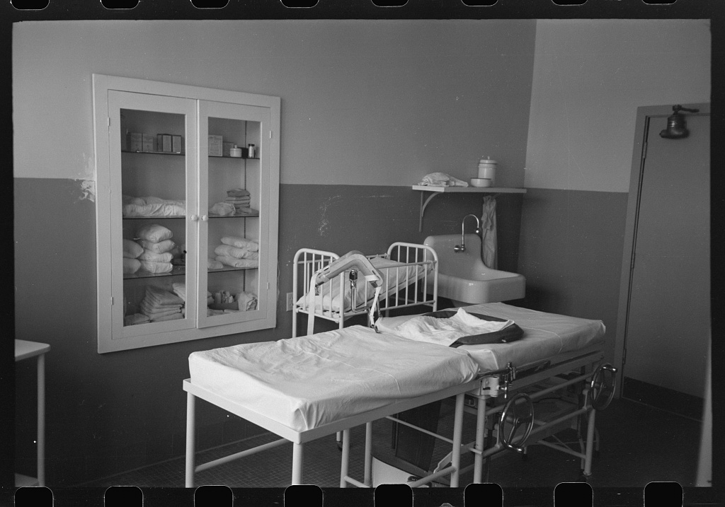 Eleven Mile Corner, Arizona. FSA (Farm Security Administration) migratory workers community. Delivery room in the maternity section of the Cairns General Hospital
