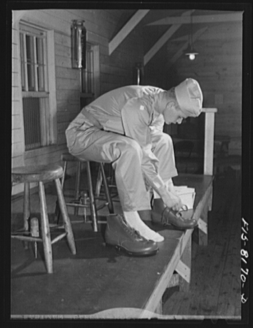 Fort Belvoir, Virginia. Issuing shoes to George Camblair at the clothing warehouse at camp