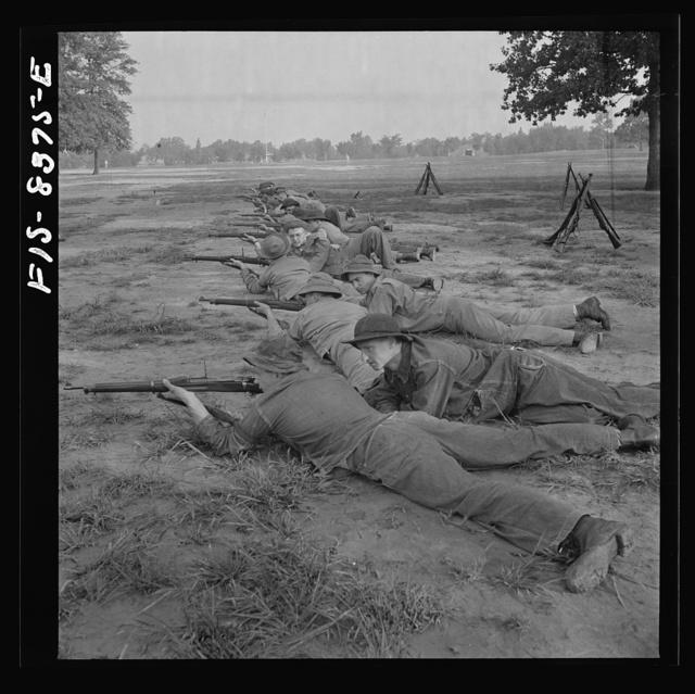 Fort Belvoir, Virginia. Sergeant George Camblair at a marksmanship class