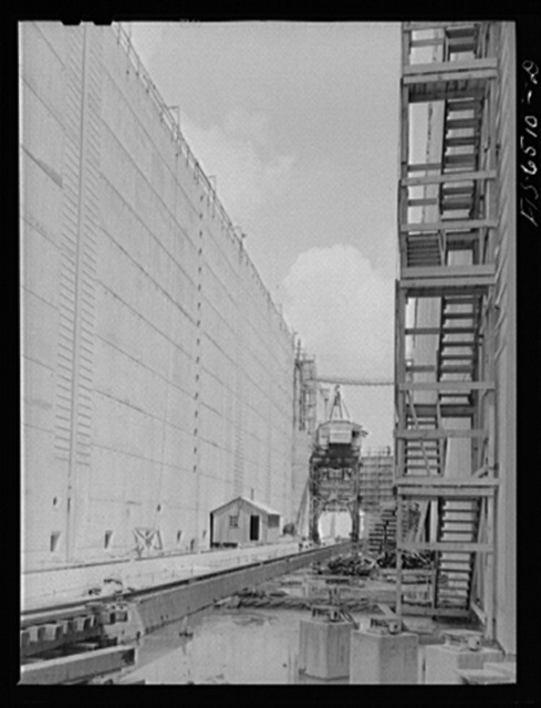 Fort Loudon [i.e., Loudoun] Dam, Tennessee (Tennessee Valley Authority (TVA)). A lock under construction