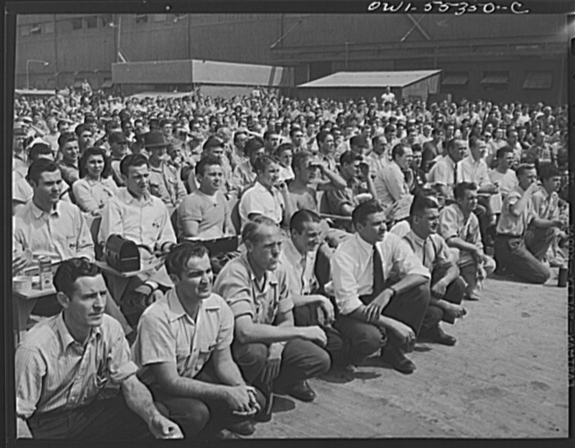 Inglewood, California. Employees enjoying an outdoor program during their lunch period at North American Aviation, Inc.