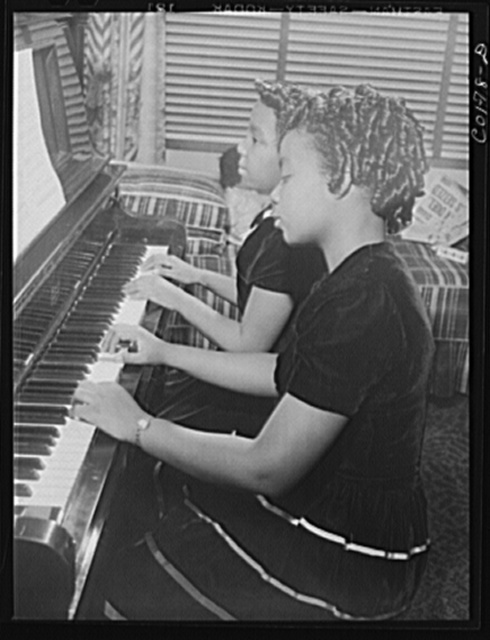 Jelna and her sister Grace both play the piano. Jelna also plays the clarinet in the school band. Ida B. Wells Housing Project, Chicago, Illinois