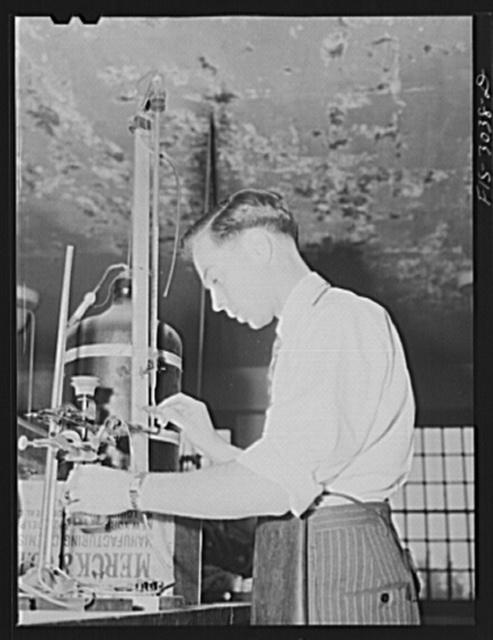 Jesse Younger in the chemistry laboratory. University of Nebraska, Lincoln