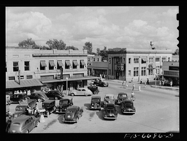 Kennett, Dunklin County, Missouri. Courthouse square
