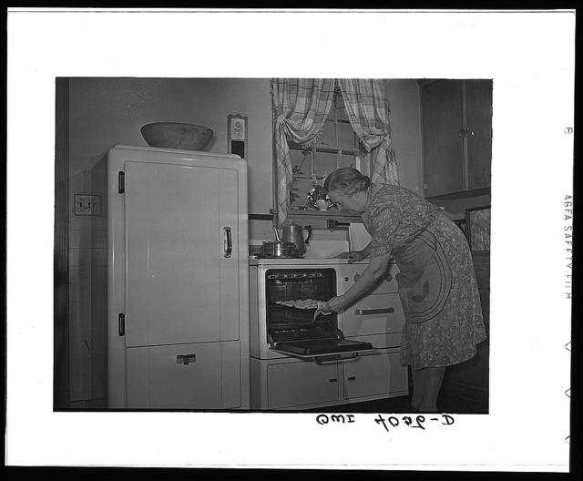 Knox County, Tennessee (Tennessee Valley Authority (TVA)). Mrs. Wiegel, farm wife, in her electric kitchen