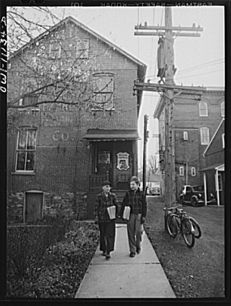 Lititz, Pennsylvania. Most copies of the Lititz Record-express are mailed to subscribers. Newsstand copies are distributed by schoolboys after 3 p.m.