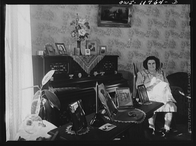 Lititz, Pennsylvania. Mrs. R.W. (Elizabeth) Almoney in her living room, with pictures of her relatives in the service. She has one son in the U.S. Army Air Corps in Mississippi, one in a tank division in Texas, another in the Engineer Corps in Hawaii