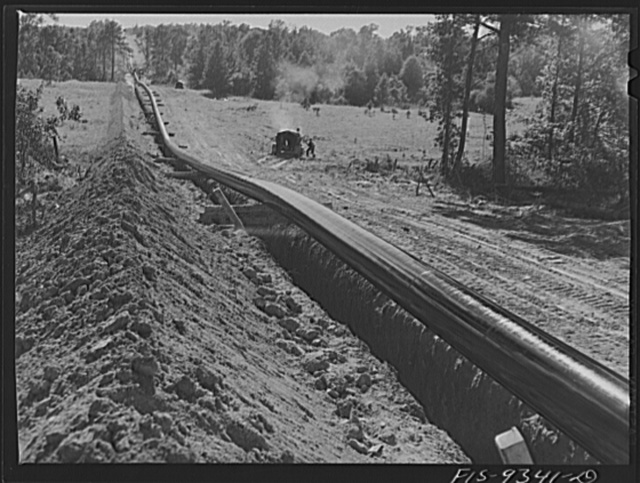 Longview, Texas to Arkansas state line. War emergency pipeline from Longview, Texas to Norris City, Illinois. Pipe primed but not yet wrapped. Notice slack to allow for contraction when oil starts flowing through