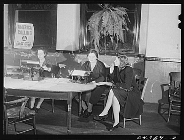 Marietta, Ohio. Young women swearing in as a civilian defense worker