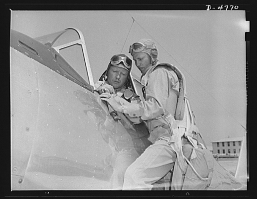 Marine Corps gliders, Parris Island. They fly without engines. Lieutenants of the Marine Corps, studying glider pilotage, compare notes before a flight from Page Field, Parris Island, South Carolina