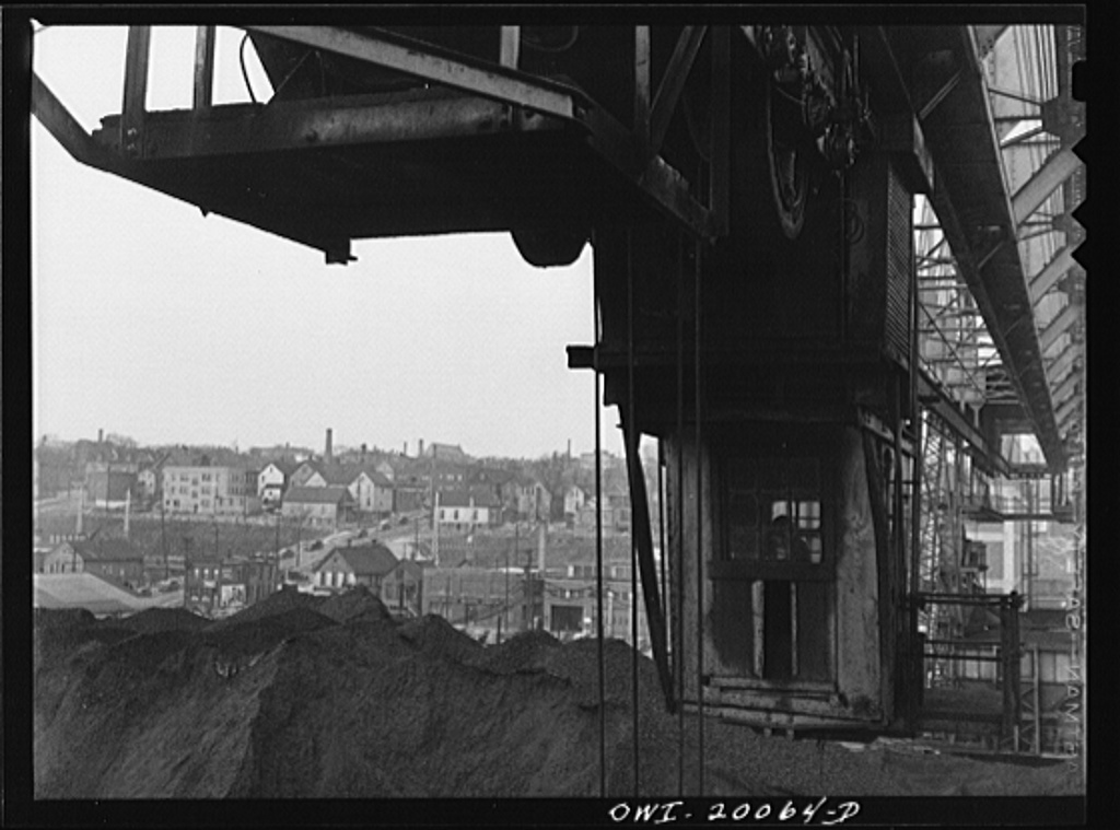 Milwaukee Western Fuel Company, Milwaukee, Wisconsin. The cab on the bridge from which the bucket is operated at the Seventeenth Street coal docks of the Milwaukee Western Fuel Company