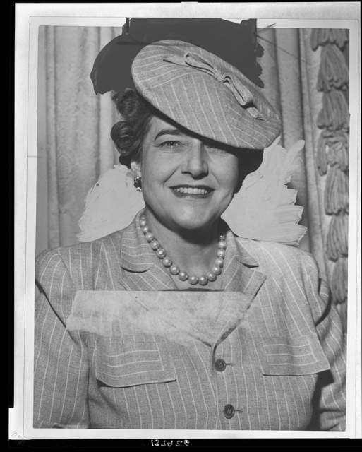 [Mrs. Dorothy Draper, head-and-shoulders portrait, facing front] / World Telegram photograph by Fred Palumbo.