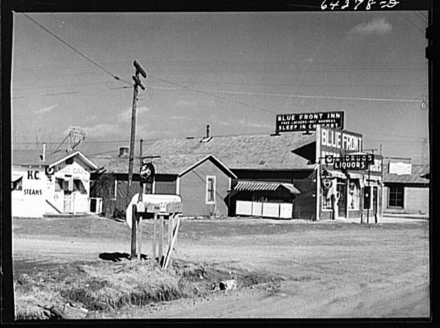 Newton County, Missouri. Camp Crowder area. Construction work began in Sepember 1941. Trailer camps, cabins, hotels, liquor stores, cafes and night clubs stretch along U.S. Highway No. 71 bordering the camp for about ten miles