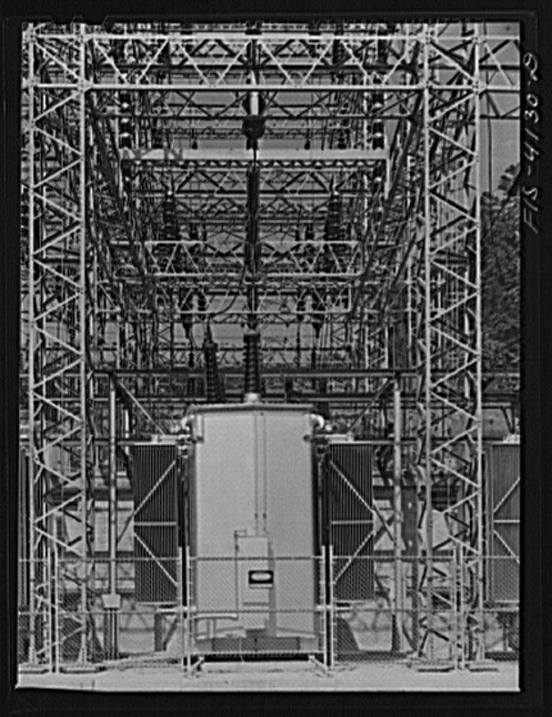 Norris Dam, Tennessee (Tennessee Valley Authority (TVA)). Electric switchyard