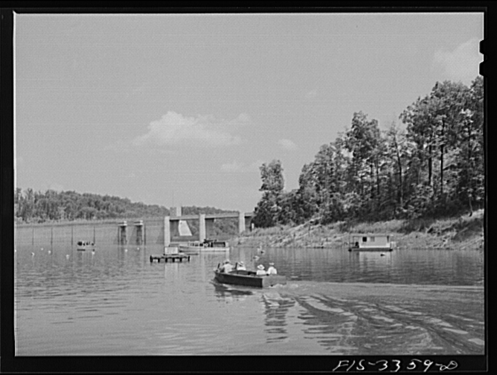Norris Dam, Tennessee. Tennessee Valley Authority (TVA). Motorboating on Norris Lake