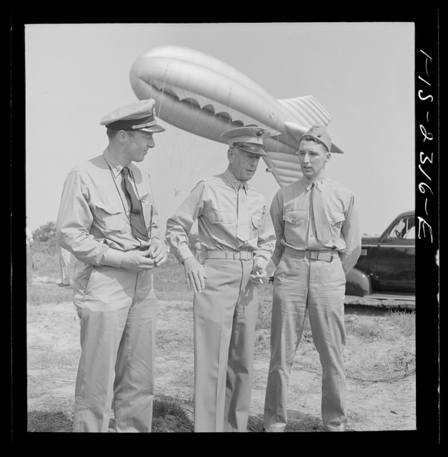 Parris Island, South Carolina. Brigadier General Emile Moses talking over barrage balloon tactics with a Marine Corps lieutenant and a Navy lieutenant at the U.S. Marines Corps glider detachment training camp