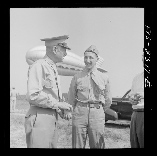 Parris Island, South Carolina. Brigadier General Emile Moses talking over barrage balloon tactics with a Marine Corps lieutenant of the U.S. Marines Corps glider detachment training camp