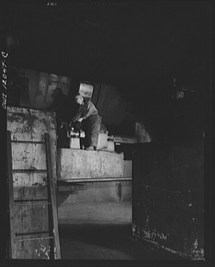 Pittsburgh, Pennsylvania (vicinity). Champion no. 1 coal cleaning plant. Oiling the gears of the huge drums that dry the coal after washing