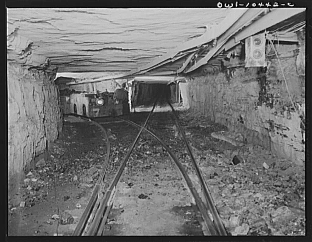 Pittsburgh, Pennsylvania (vicinity). Montour no. 4 mine of the Pittsburgh Coal Company. Transportation within the mine is as carefully planned and coordinated as in a busy freight yard. A system of block signals and switches and miles of track make it possible to move out thousands of tons of coal a day