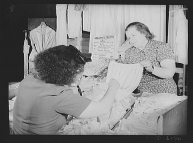 Posting ceiling prices in foreign languages. Ladies undergarments are covered by the General Maximum Price Regulations, so Mrs. Friedman, owner of a stand in one of New York's East Side marketplaces, has posted a price ceiling sign where it can be seen easily by her customers