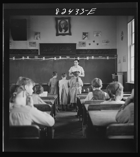 Red Run, Pennsylvania (vicinity). Public school which serves one of the strictest Mennonite communities in the country