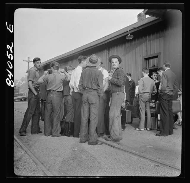 Richwood, West Virginia. Station scene at departure of men to help in the harvest in upper New York state
