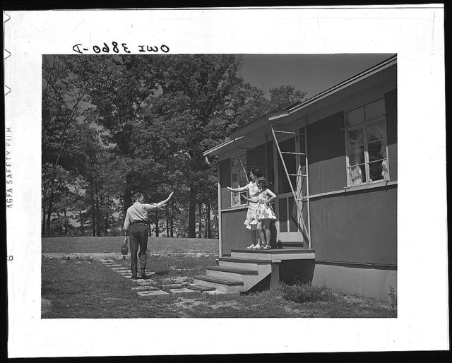 Sheffield, Alabama (Tennessee Valley Authority (TVA)). Kenneth C. Hall leaves for work