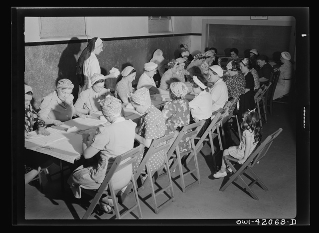 Southington, Connecticut. A group of women rolling bandages and preparing surgical dressings