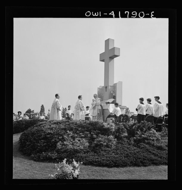Southington, Connecticut. An American town and its way of life.  On Memorial day the Catholic congregation is gathering in the Saint Thomas cemetery for an outdoor Mass which in 1942 was officated by the Reverend Francis J. Mihalek