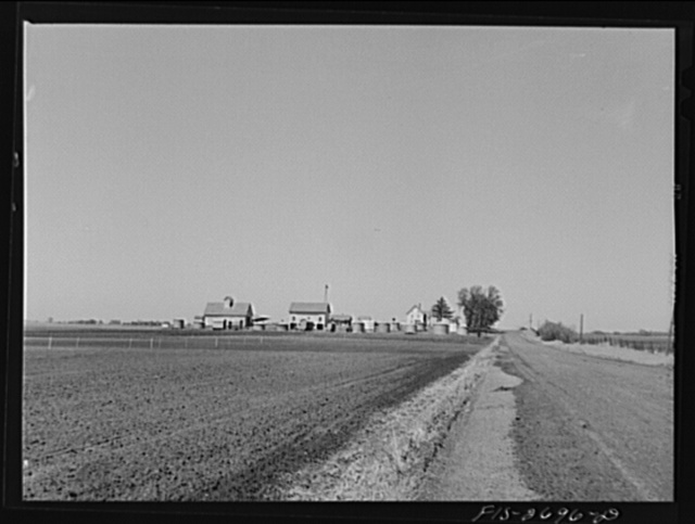 The agricultural engineering farm at Iowa State College. Ames, Iowa. It is used in cooperation with the United States Department of Agriculture in corn production and corn storage investigations. Ames, Iowa