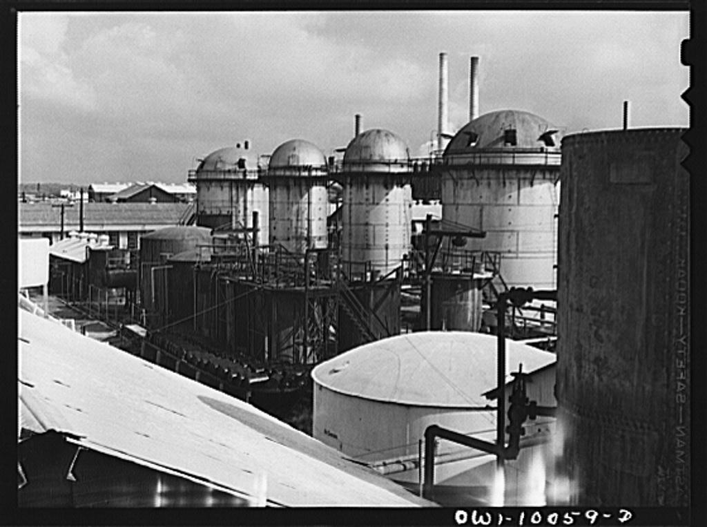 Tulsa, Oklahoma. Kerosene treaters at the Mid-continent refinery