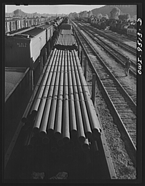 Tulsa, Oklahoma. Pipe for the oil fields in the yards of the Frisco railroad