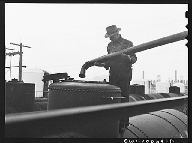 Tulsa, Oklahoma. Placing a spout in a tank car preparatory to laoding it at the Mid-continent refinery