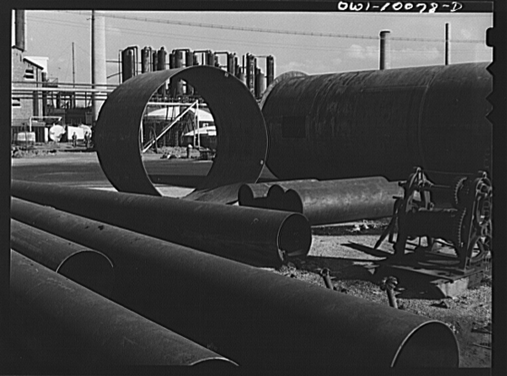 Tulsa, Oklahoma. Salvaged pipe and tower shells at the Mid-continent refinery