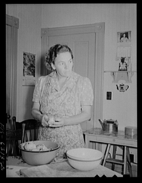 Vernon County, Wisconsin. Mrs. Saugstad peeling apples for a pie