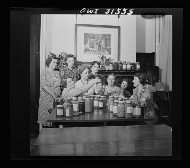 Washington, D.C. Canning class conducted by the Mothers' Club at the Barney neighborhood houses, Southwest Washington