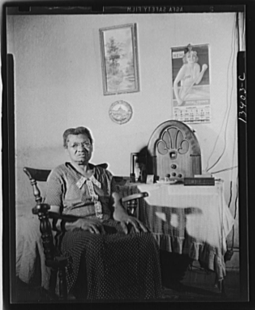 Washington, D.C. Elderly lady who lives on Lamont Street, N.W.