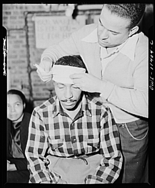 Washington, D.C. First aid class of the air raid warden unit in the Southwest area. Mr. Elmer House, instructor, demonstrating the head bandage
