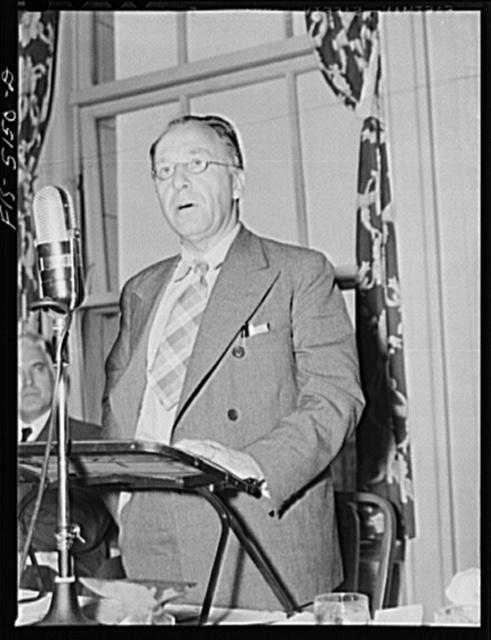 Washington, D.C. Mr. Este, a Swedish journalist, addressing Washington journalists at the National Press Club luncheon