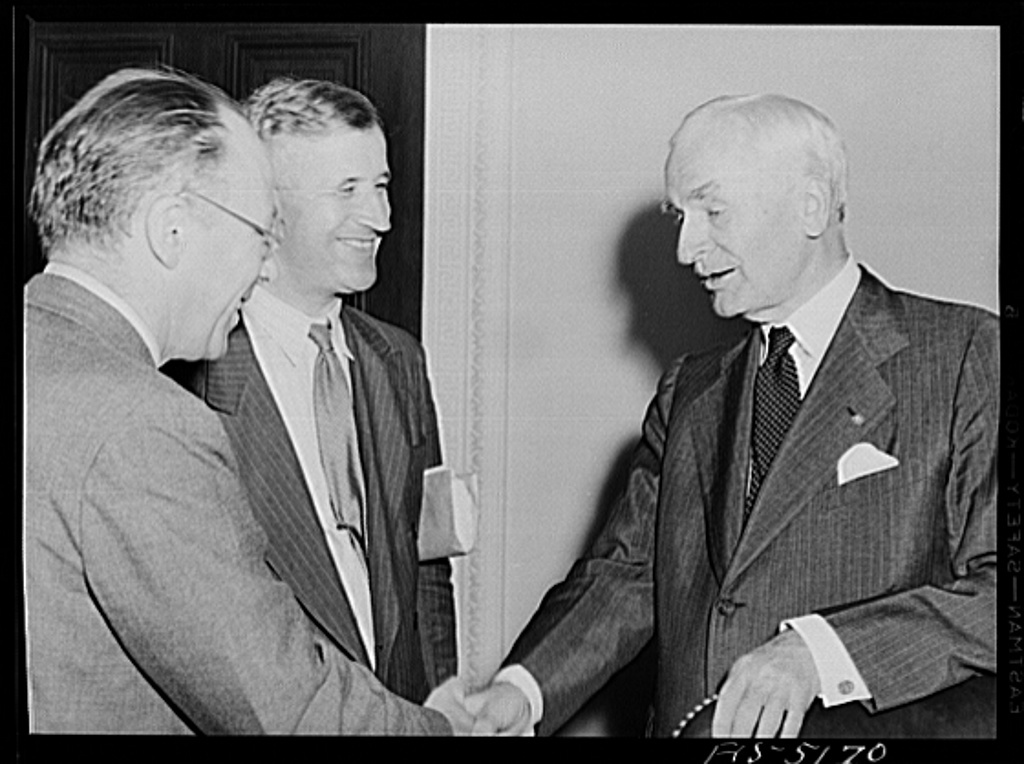 Washington, D.C. Mr. Este, a Swedish journalist on tour in the United States, meeting Secretary Hull after a press conference
