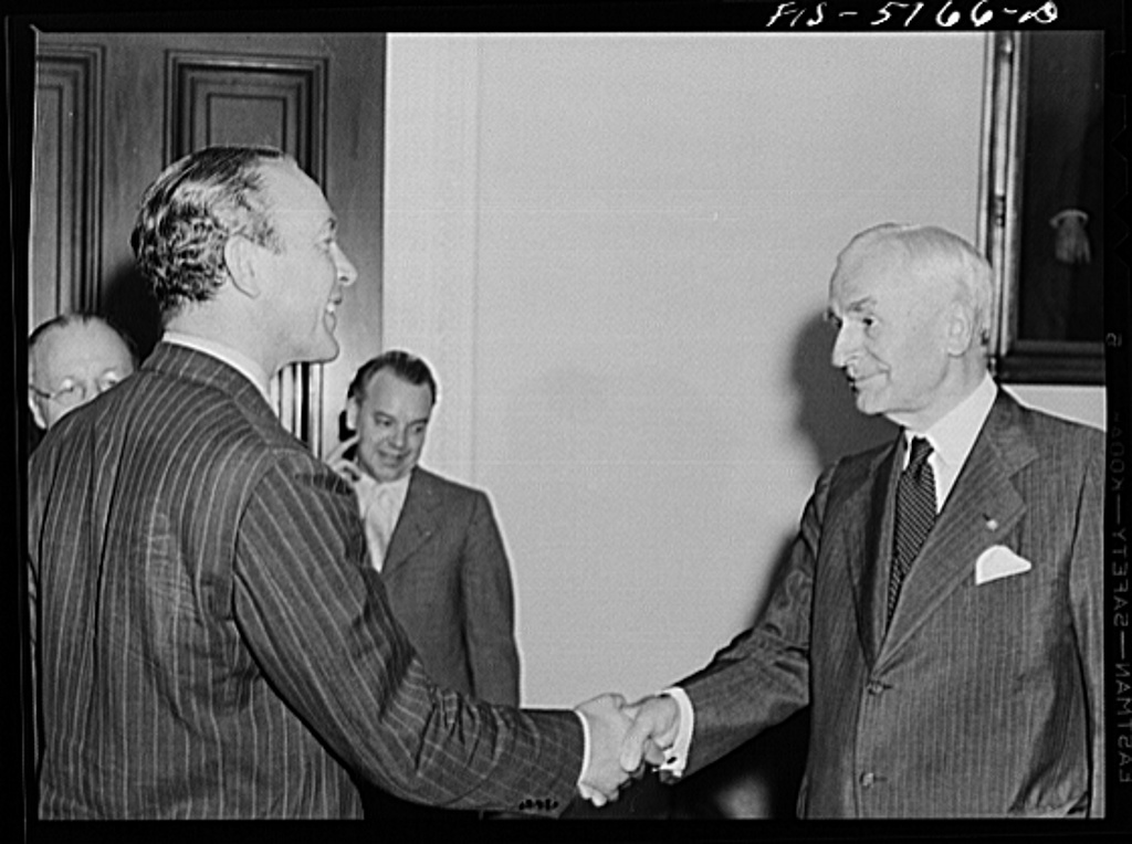 Washington, D.C. Mr. Horne, a Swedish journalist on tour in the United States, meeting Secretary Hull after a press conference