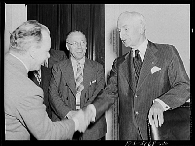 Washington, D.C. Mr. Vinde, a Swedish journalist on tour in the United States, meeting Secretary Hull after a press conference