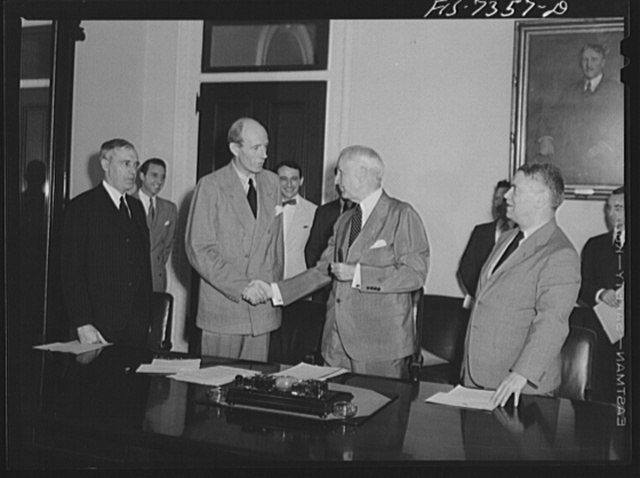 Washington, D.C. The Australian minister, Lord Halifax, and the New Zealand Minister signing a lend-lease agreement