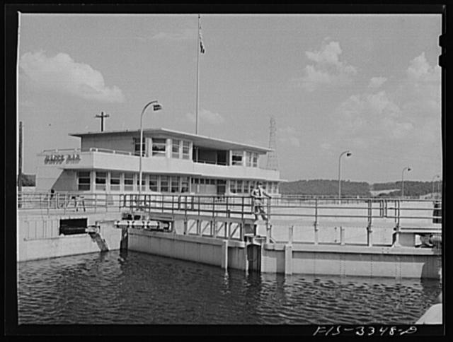 Watts Bar Dam, Tennessee. Tennessee Valley Authority (TVA). Lock