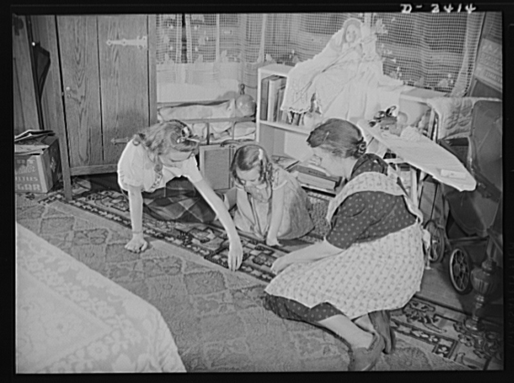 Women at war (Mrs. Smuda). A full-time job at the Frankford Arsenal and a full-time job of housekeeping and still this modern American mother finds time to play with grandchildren