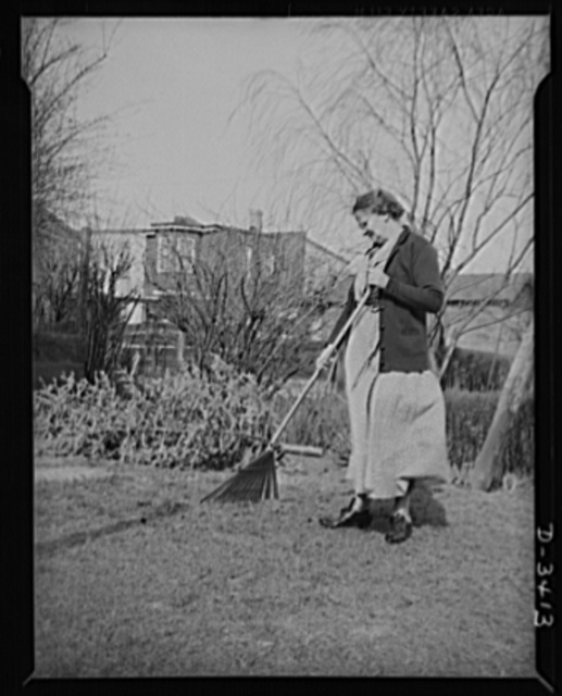 Women at war (Mrs. Smuda). Although she spends eight hours a day preparing ammunition for America's fighting forces, Eva Smuda has plenty of energy left after work to keep the lawn in shape