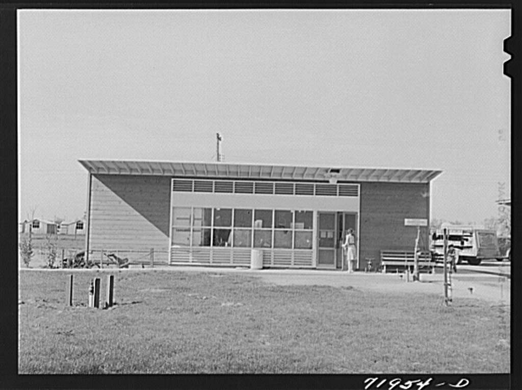 Woodville, California. FSA (Farm Security Administration) farm workers' community. Cooperative grocery store