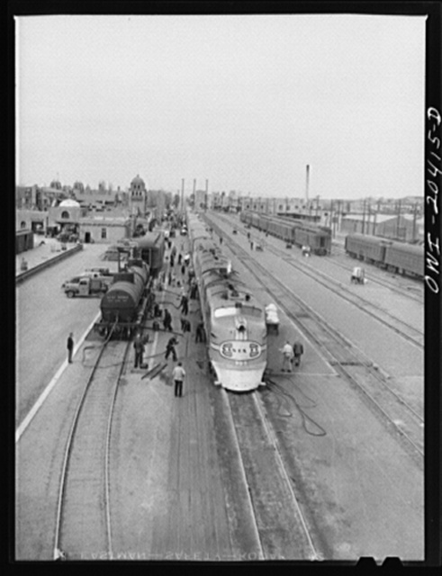 """Albuquerque, New Mexico. The Atchison, Topeka and Santa Fe Railroad streamliner """"Super Chief"""" stopping for five minutes' servicing at the depot"""