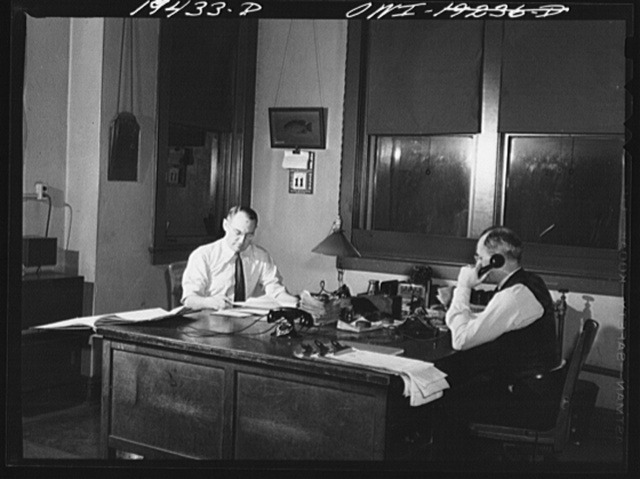 Argentine, Kansas City, Kansas. Night trainmaster A. G. Hodgins, right, and train clerk F. E. Hashman, at work in assistant trainmaster's office