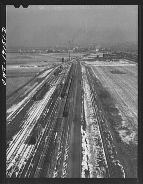 Argentine, Kansas. General view of part of the Atchison, Topeka and Santa Fe Railroad yards and shops